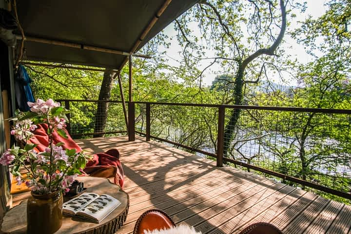Treetop Glamping Holiday Accommodation Hay on Wye Wales Herefordshire.  Family Holidays and Romantic Breaks